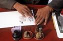 20070605100513-tinta-en-las-manos.jpg